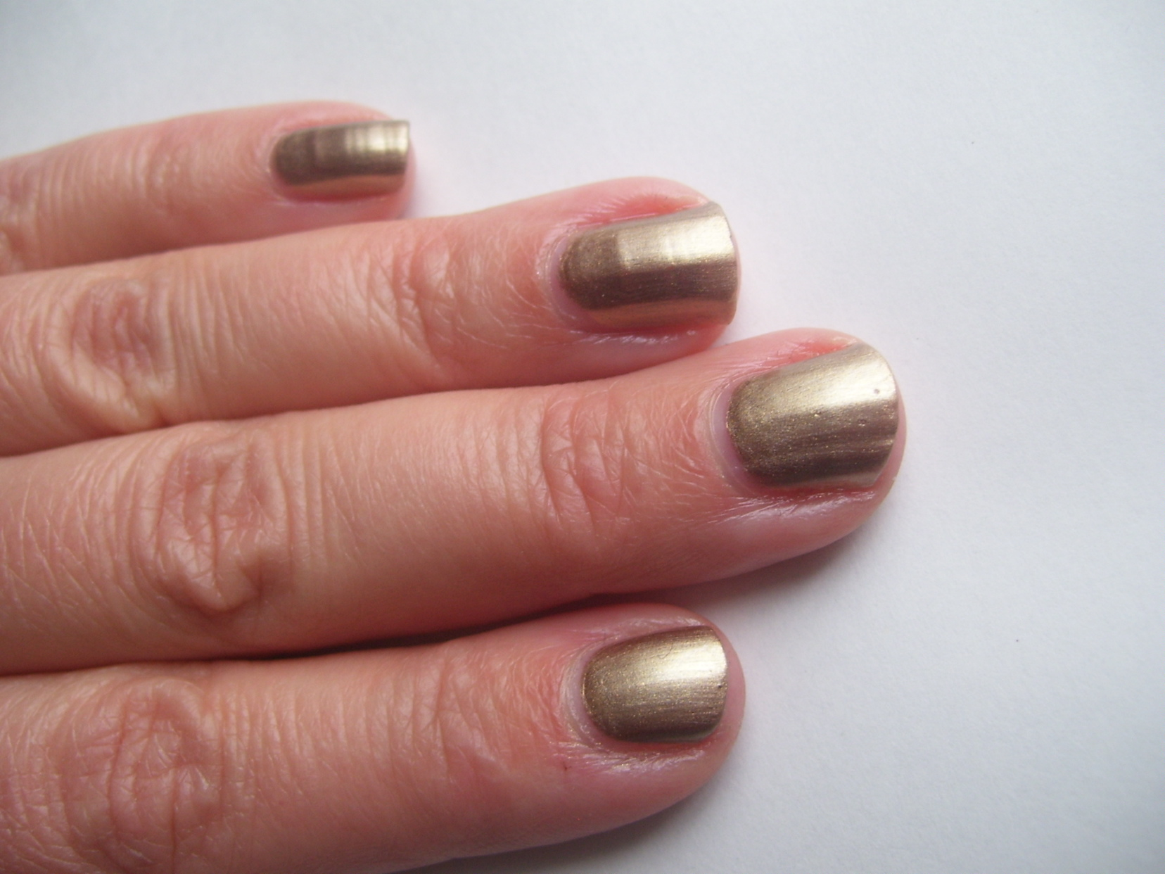 Swatch & Review: *New* L'Oreal Paris Colour Riche Nail Color ...