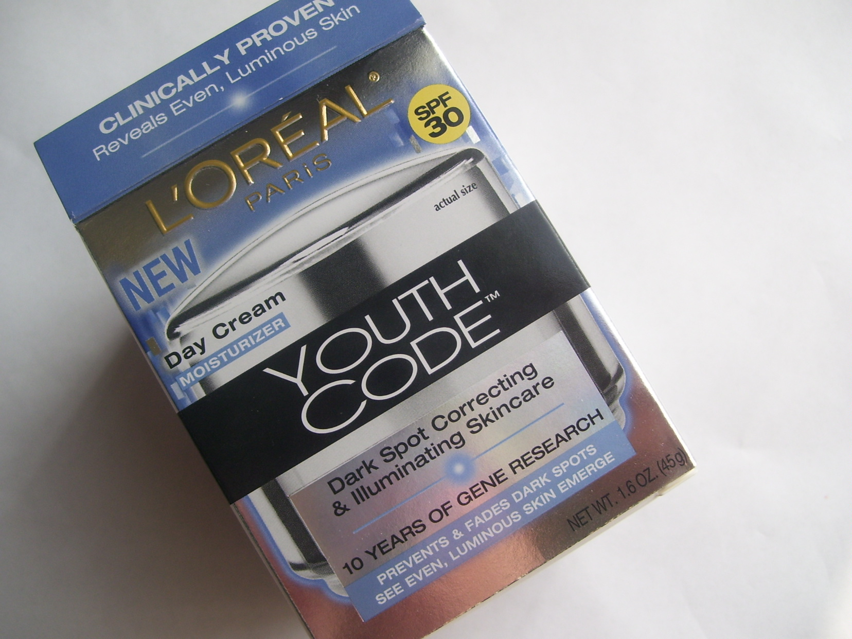 *CLOSED* Giveaway:  L'Oreal Youth Code Day Cream Moisturizer *Open to U.S. and International Readers *